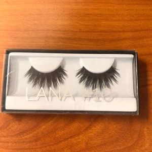 NIB HUDA BEAUTY Lana #10 False Eyelashes
